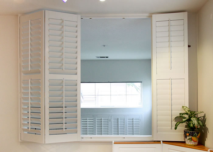 Indoor window shutters best indoor bi fold window shutters with indoor window shutters for Bifold interior window shutters